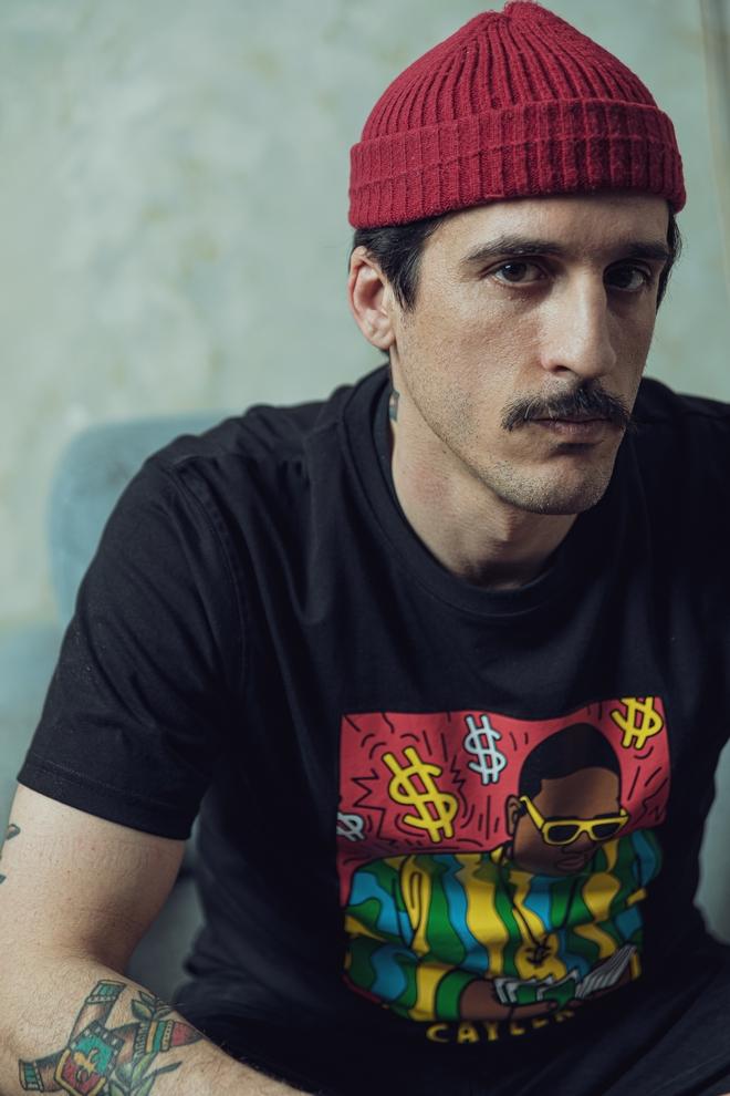 O Bασίλης Μοναστηρλής έφερε τα barber shop στην Ελλάδα
